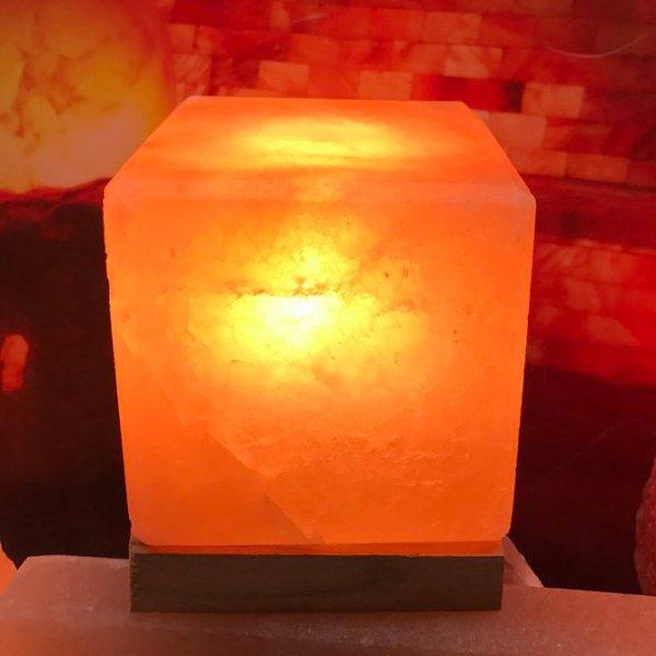 Солна лампа във формата на куб-светната