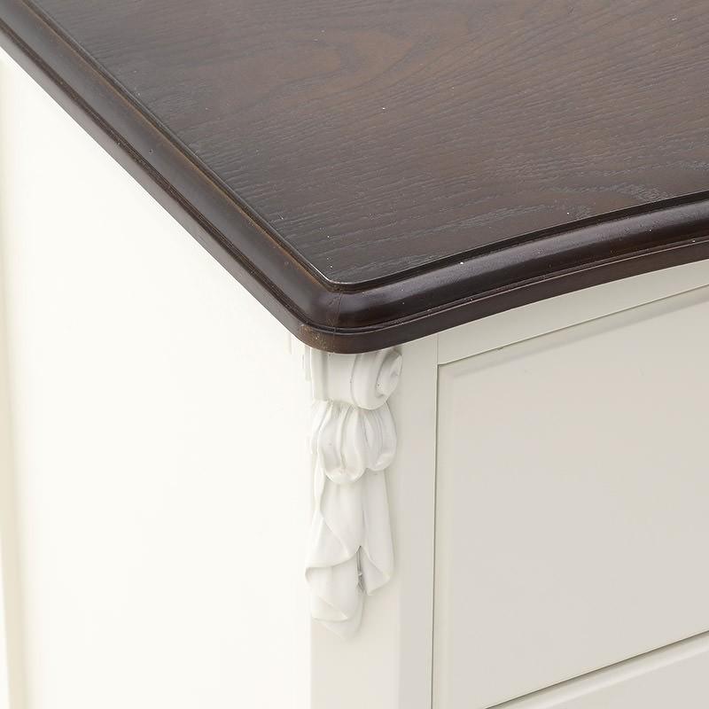 Стилен дървен шкаф с 3 чекмеджета-снимка отблизо