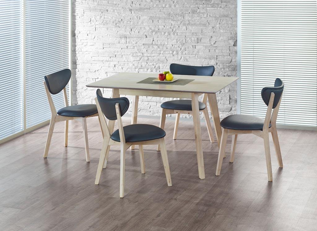 Компактна трапезна маса от светло дърво със столове