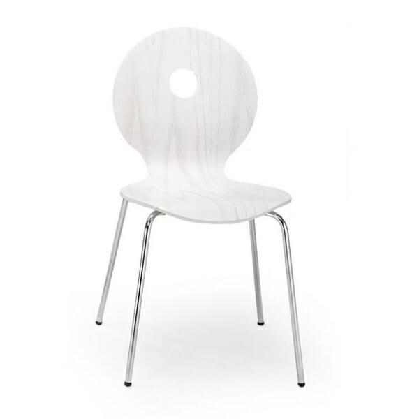 Бял стол с кръгла облегалка с дупка в средата