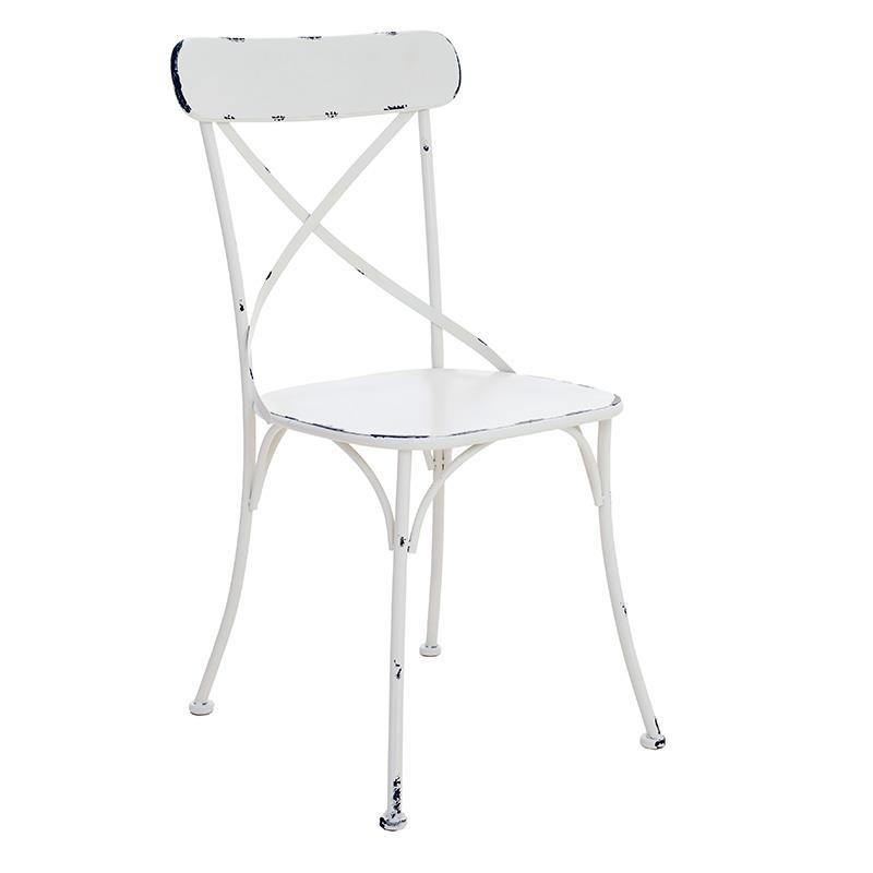 Метален стол със състарена визия в бяло