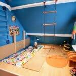 Детска стая с висяща стълба