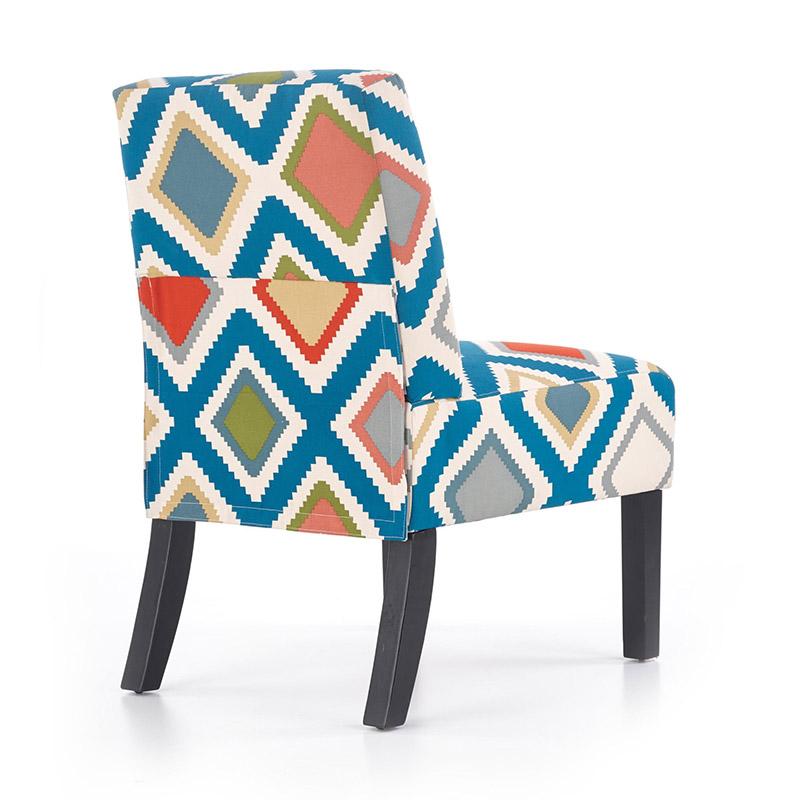 Стол със шарена дамаска и черни дървени крака-снимка отзад