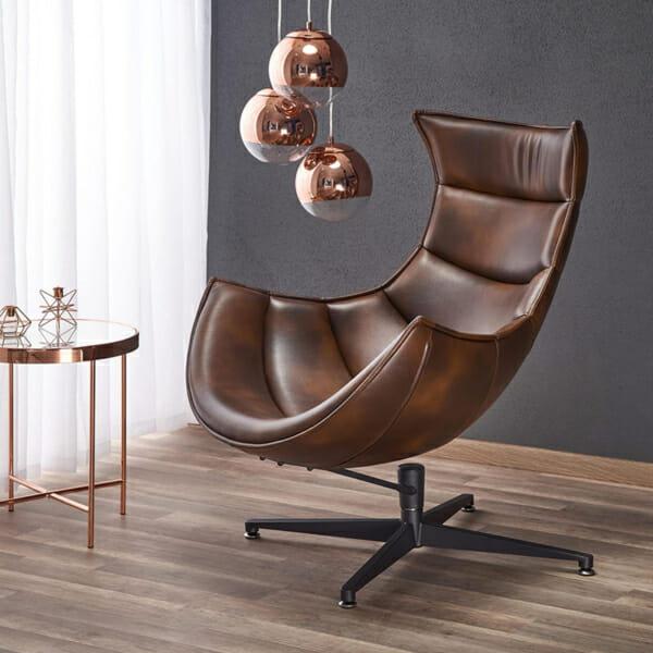 Тъмнокафяво кожено кресло с яйцевидна форма-интериор