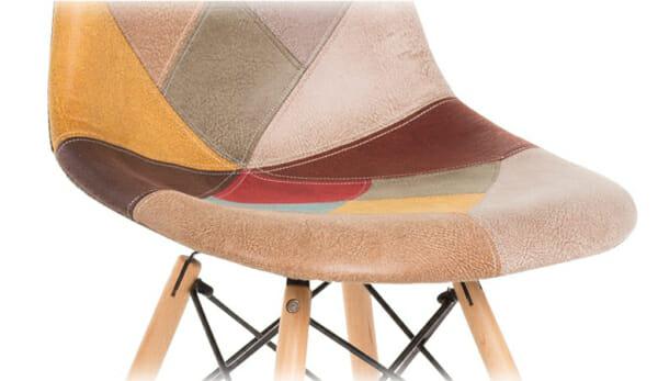 Шарен стол на кръпки с дървени крака-снимка на дамаската отблизо