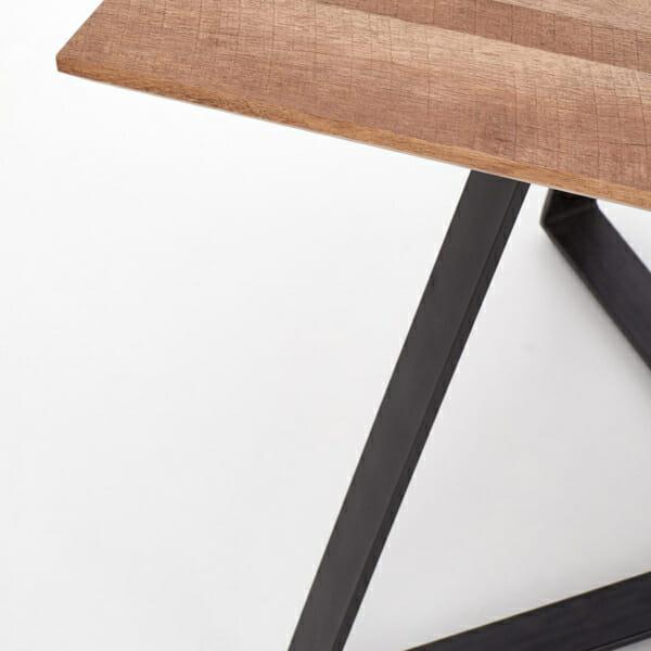 Дълга трапезна маса с правоъгълен плот Гари-снимка отблизо на ъгъла на масата