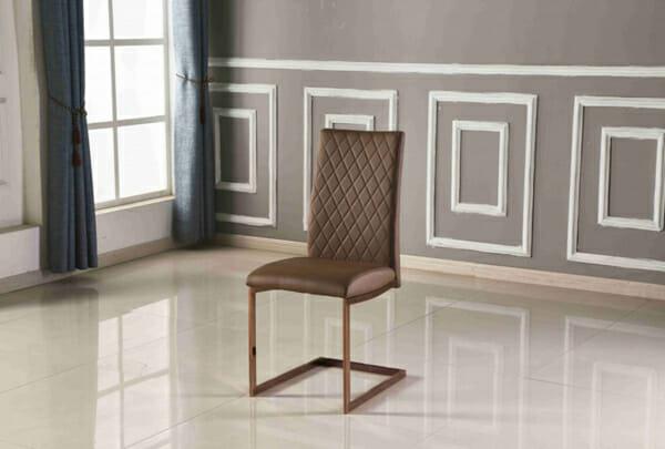 Кафяв стол от еко кожа с нестандартни крака-интериор