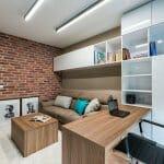 Модерен домашен офис с тухлена стена