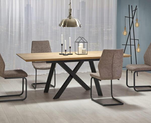 Правоъгълна разтегателна маса в индустриален стил-сглобена в трапезарията
