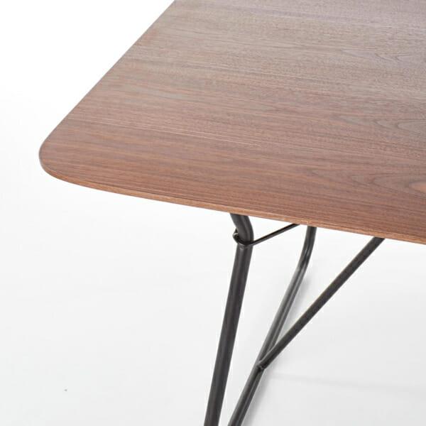 Трапезна маса в индустриален стил Хюи-снимка на плота