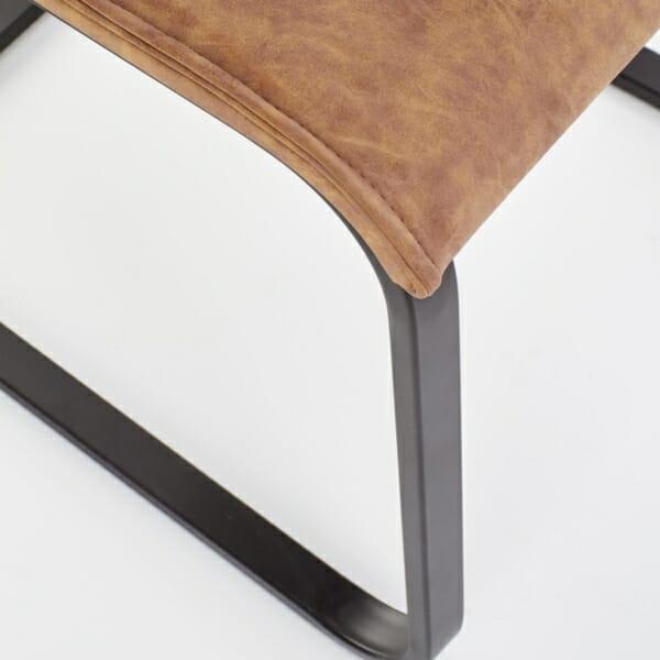 Кафяв стол със седалка от еко кожа и дървен гръб - отблизо
