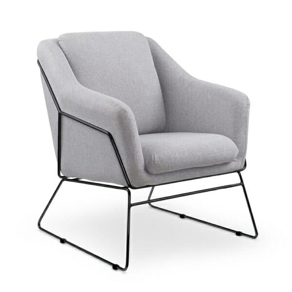 Комфортно сиво кресло с метална основа