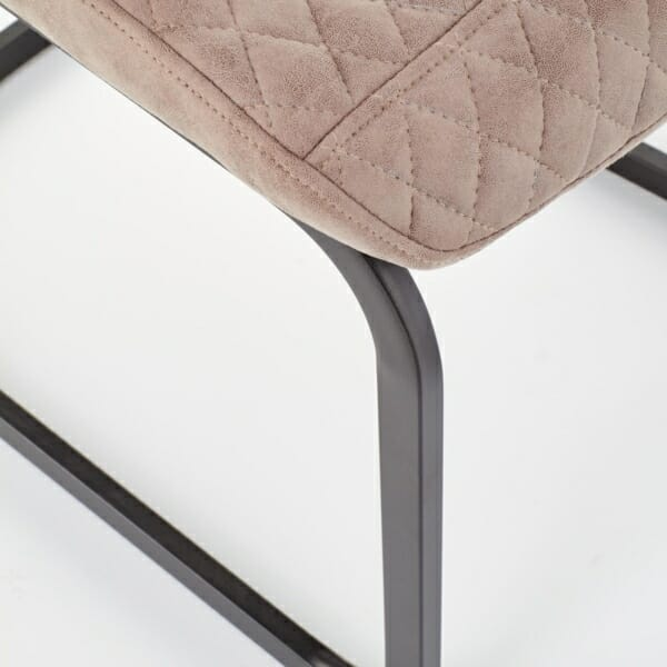 Модерен стол от еко кожа в тъмнобежово - отблизо