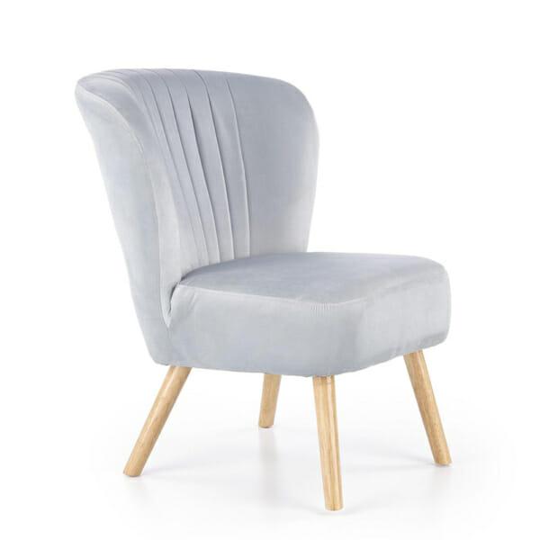 Светлосив тапициран стол с извита облегалка и дървени крака