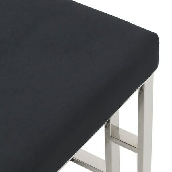 Стилна интериорна пейка в черно и сребристо - отблизо