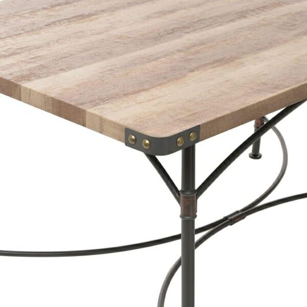 Трапезна маса от дърво и метал в индустриален стил - отблизо