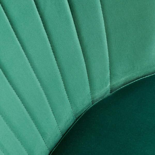 Тъмнозелен тапициран стол с извита облегалка-снимка на тапицерията отблизо