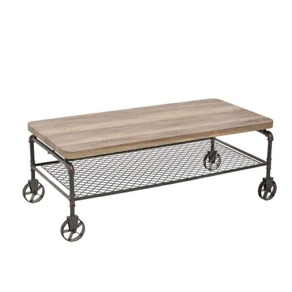 Холна маса с дървен плот и тръбна конструкция