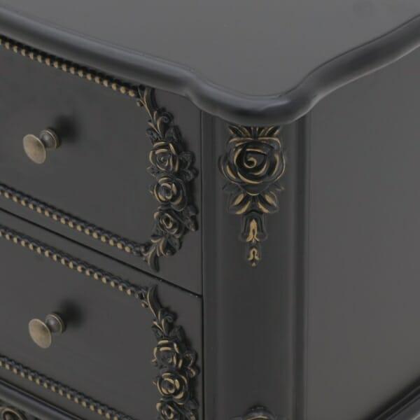 Черно нощно шкафче от дърво - отблизо