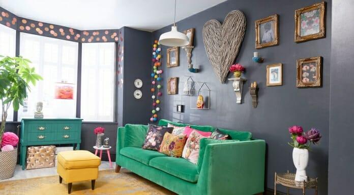 Уникално съчетание на цветове, материи и форми в двуетажна къща