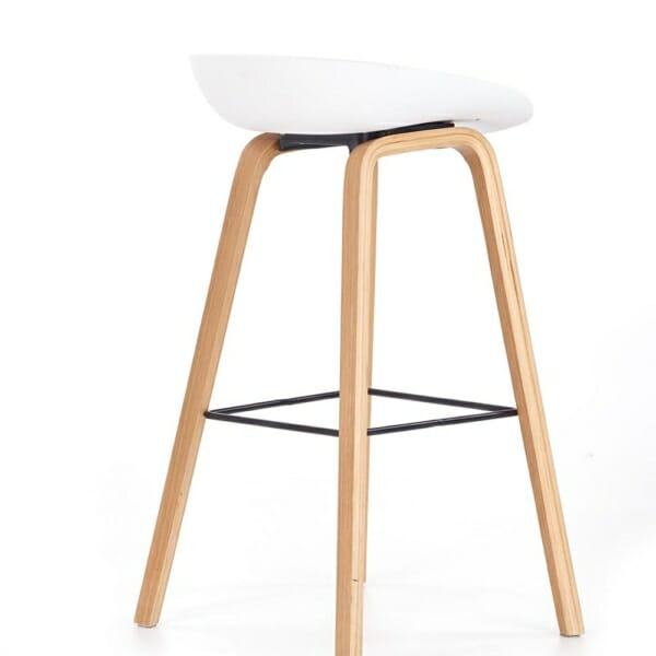Бар стол със седалка с възглавничка и дървени крака-странично