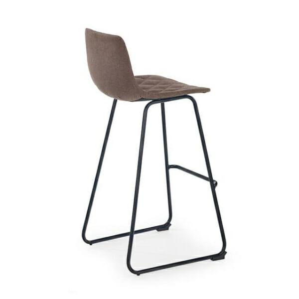 Бар стол с облегалка и нестандартни крака-снимка отзад