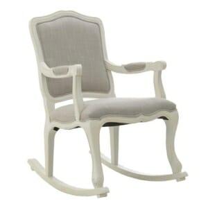 Дървен люлеещ се стол в бяло и бежово