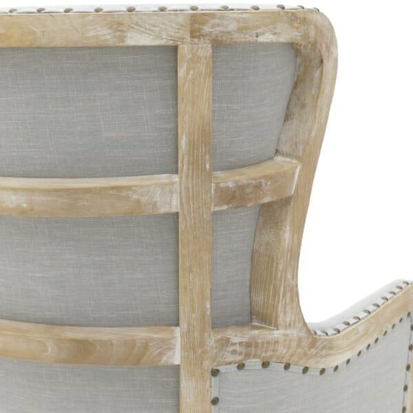 Масивно дървено кресло с висока облегалка - акцент