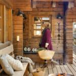 Веранда на дървена рустик къща