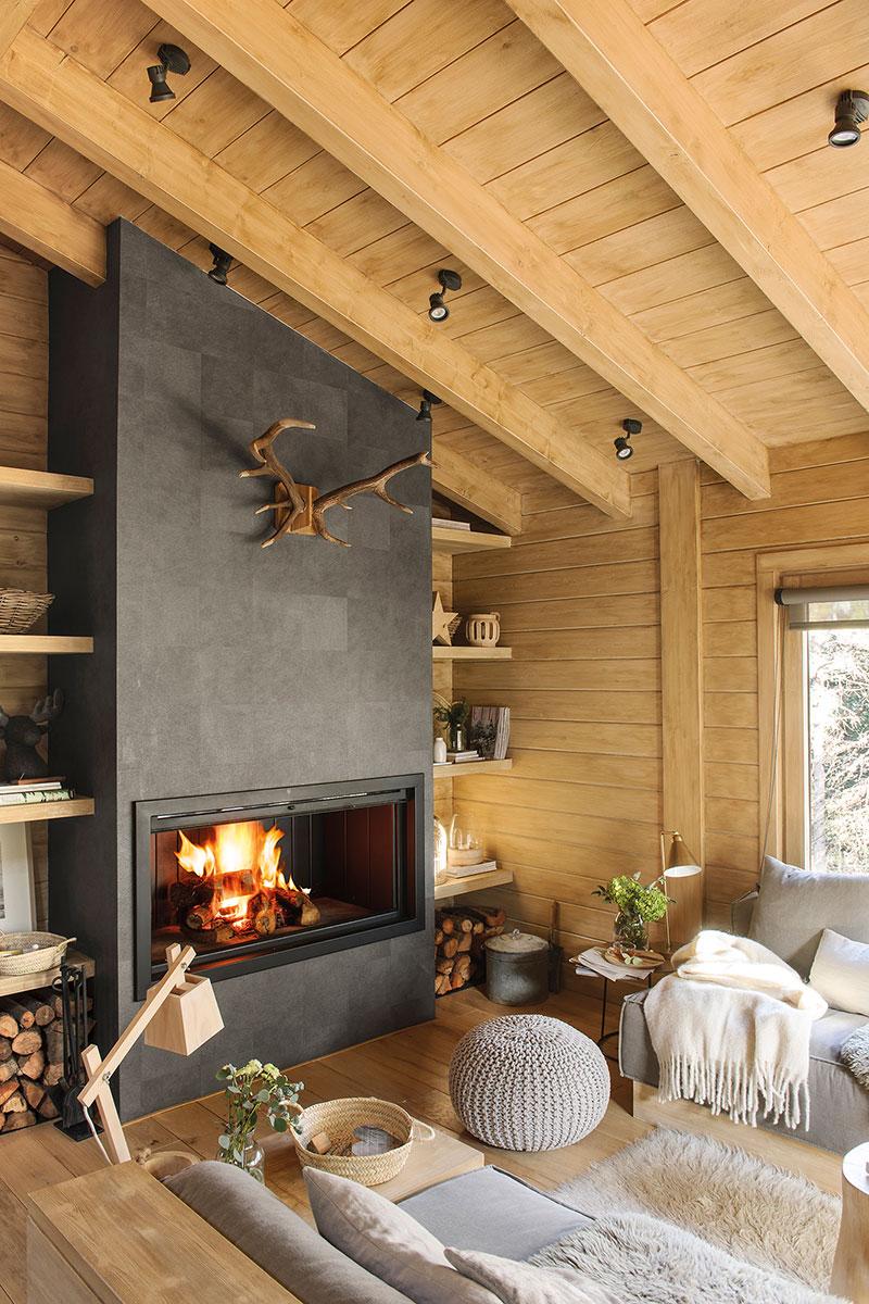Гранитна камина в дървена къща