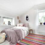 Детска стая с шарен килим