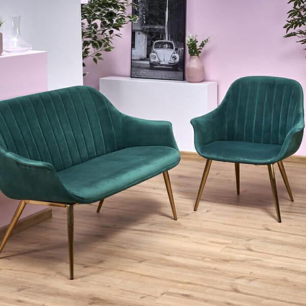 Текстилно кресло в зелено със златисти крака - интериор