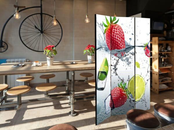 Трикрилен параван Fruit Cocktail - в хола