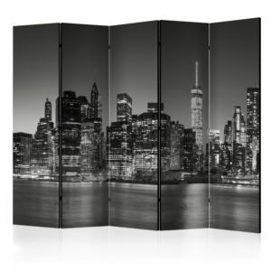 Сгъваем декоративен параван с нощен Ню Йорк в черно-бяло - 5-крилен