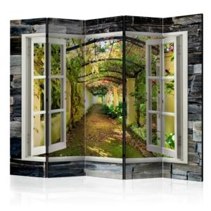 Интериорен двулицев параван изобразяващ прозорец с гледка към лозова арка