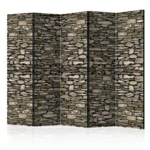 Декоративен параван имитиращ стена от дребни камъни