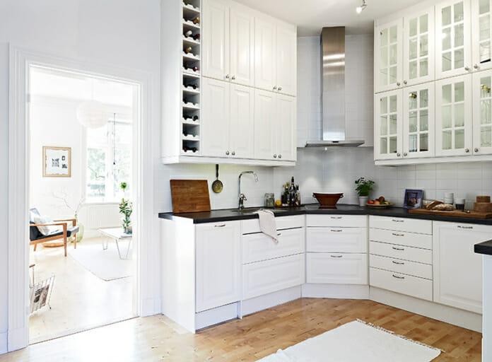 Ъглова кухня в бял цвят