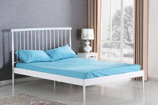 Бяло легло в минималистичен стил