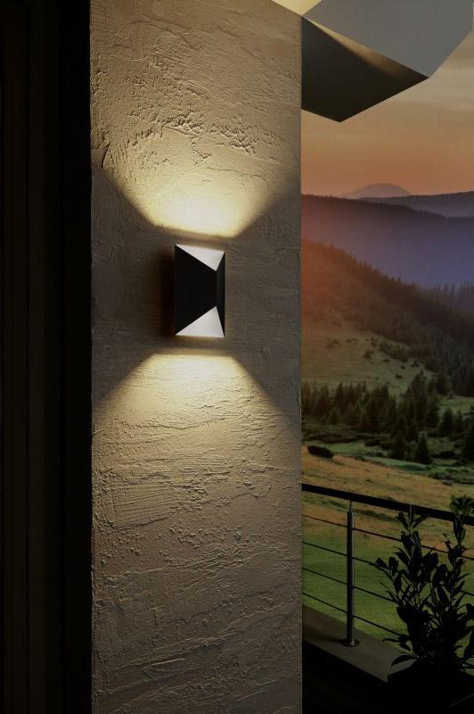 Външен LED аплик с модерна визия подходящ за ъгъл Eglo серия Predazzo - светнат