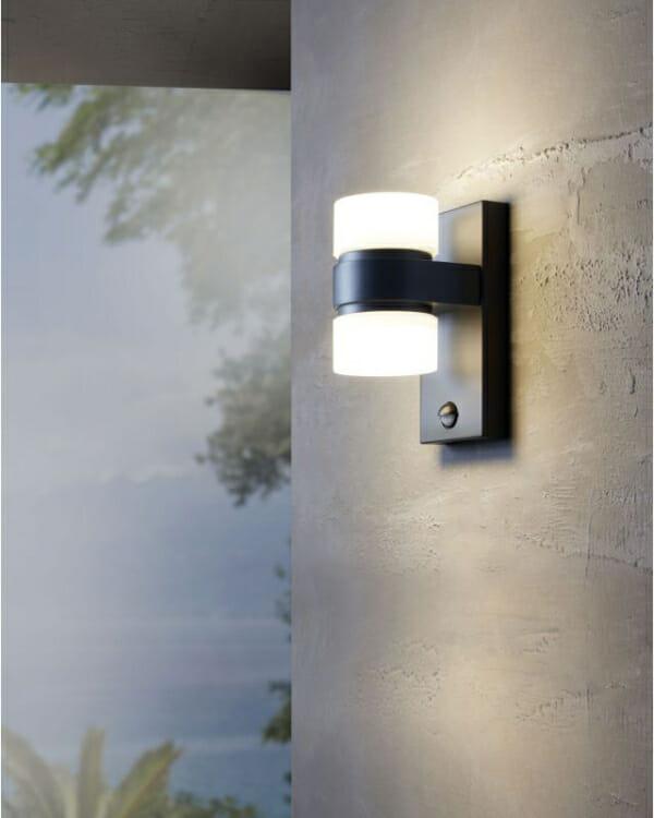 Стилен фасаден LED аплик серия Atollari (2 варианта) - светнат на стена