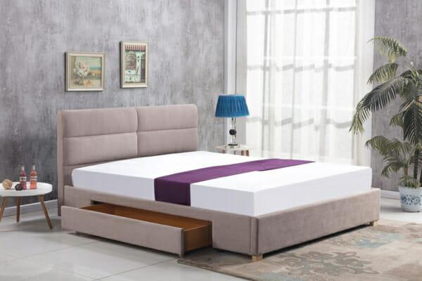 Тапицирано легло с две чекмеджета в бежово