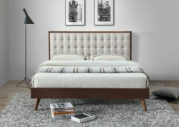 Елегантно тапицирано легло в два цвята