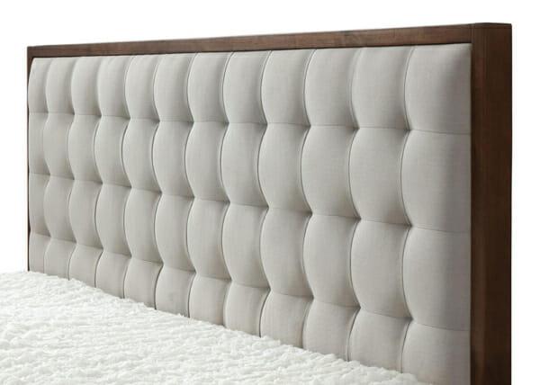 Легло с табла в цвят орех и бежово