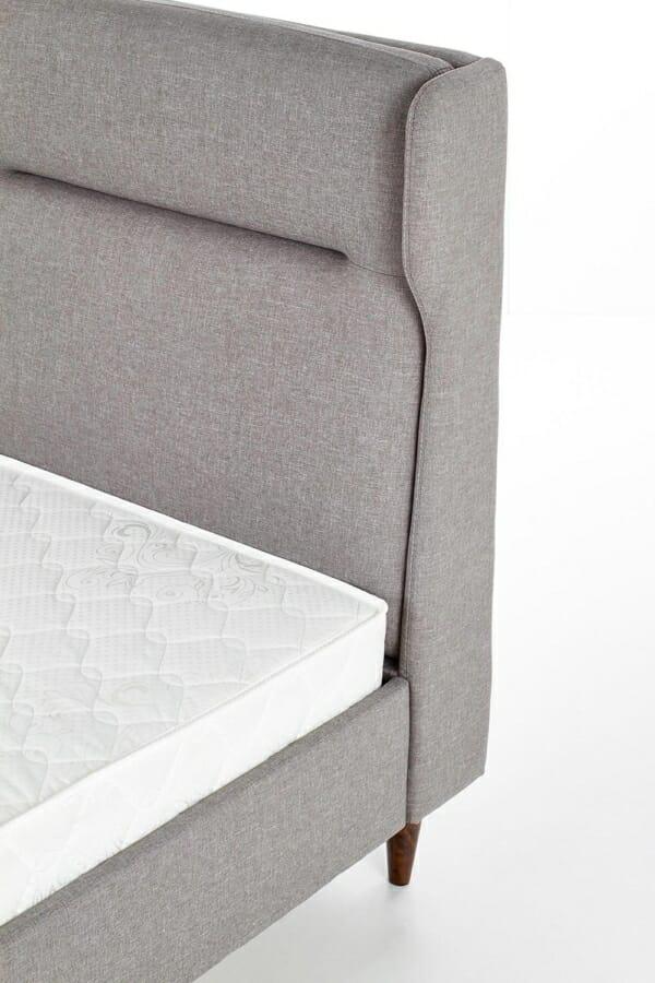 Тапицирано легло със сива дамаска
