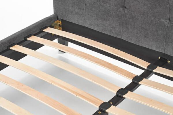 Тапицирано легло в модерен стил с подматрачна рамка