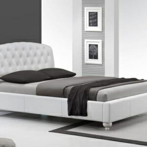 Бяло легло от еко кожа на крачета