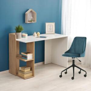 Дървено работно бюро в бяло и цвят дъб с два рафта