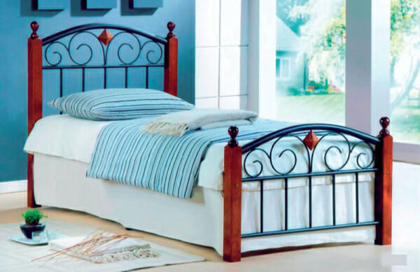 Единично двуцветно метално легло на дървени крачета