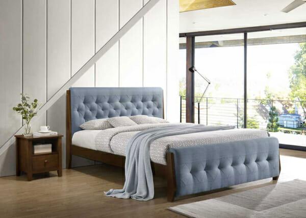 Елегантно легло тапицирано в син цвят на крачета