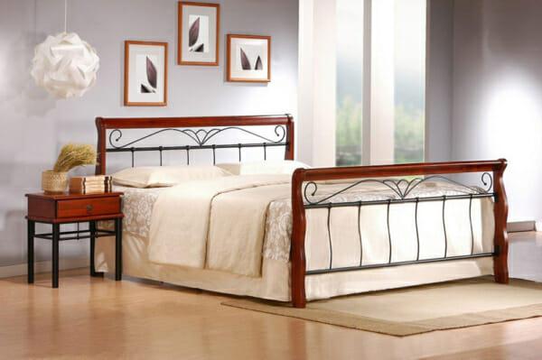 Класическо легло на крачета от метал и дърво - двойно